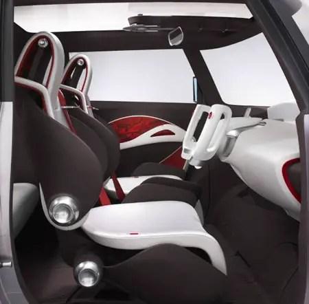 سيارة تويوتا هايبرد صديقة للبيئة