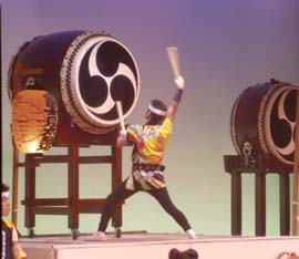 Taiko drum with a mitsudomoe