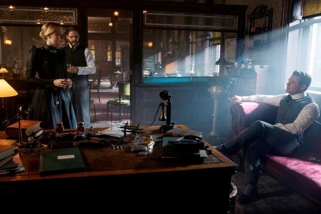 Dakota Fanning, Daniel Brühl, Luke Evans in The Alienist: Angel of Darkness Season 2 - Episode 7