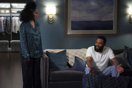 TRACEE ELLIS ROSS, ANTHONY ANDERSON in Black-ish Season 7 Episode 21 Photos