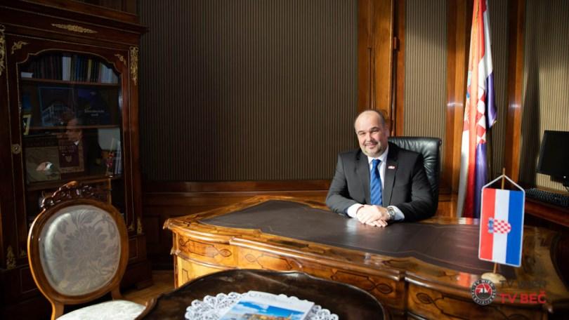 Na kavi sa .. Veleposlanik Daniel Glunčić