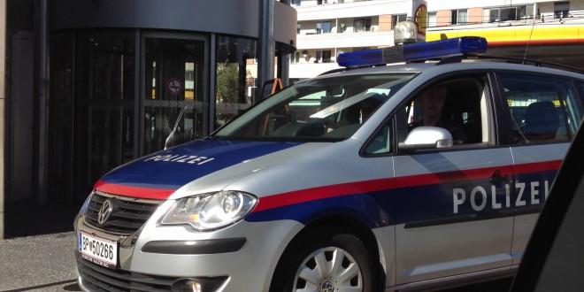 KRVOPROLIĆE KOD SINAGOGE U BEČU: Najmanje dvoje mrtvih, među ranjenima je i policajac, ubijen jedan od napadača