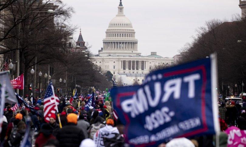 Drama u Washingtonu: Prosvjednici upali u zgradu Kongresa, Pence evakuiran, proglašen policijski sat! Oglasio se i Donald Trump