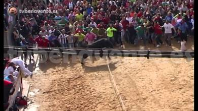 "Photo of VIDEO: SALIDA DEL TORIL DE ""CORTADOR"" TORO ENMAROMADO 2013"