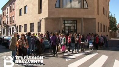 """Photo of ENTORNO A 60 PERSONAS SE CONCENTRAN ANTE LAS PUERTAS DEL JUZGADO EN APOYO A """"NINES"""""""