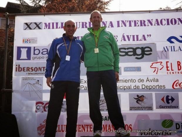 Angel Carrion en el podium Milla Avila categoria + 50 años