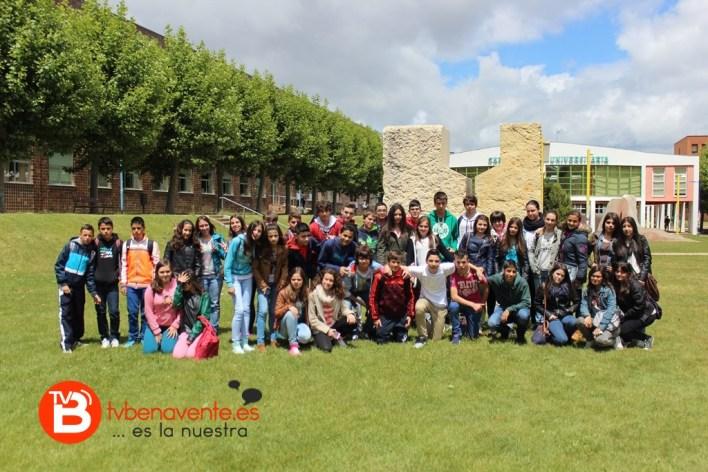 Alumnos en el Campus de Vegazana
