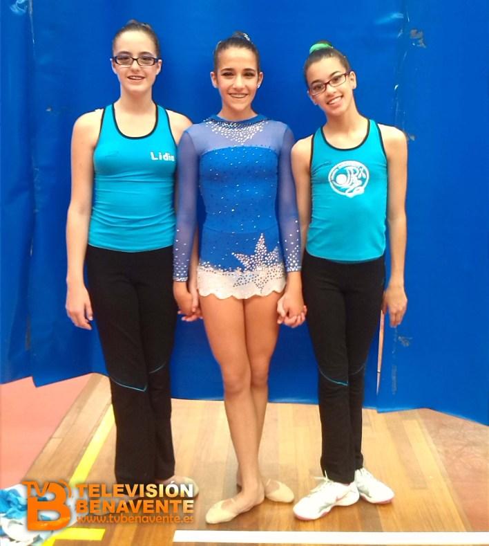 Lidia Fidalgo a la izquierda, Victoria Vaquero en el centro y Paula Seoane a la derecha