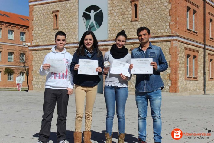 Alumnos y profesor ganadores del 3º Premio de la VI Olimpiada de Geología