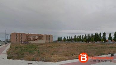 Photo of El ayuntamiento de Benavente habilita como aparcamiento la parcela situada frente a los institutos