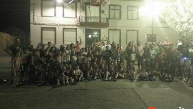 Photo of Cientos de niños brillaron en la noche en la marcha ciclista 'luciérnagas'