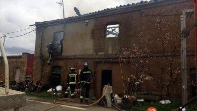 Photo of Una vivienda familiar se incendia y se reduce a escombros en Fuentesaúco