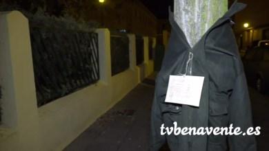 Photo of Ropa de abrigo en los árboles para los más necesitados en Zamora