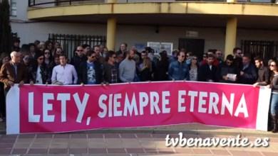 Photo of Multitudinaria concentración en Castrogonzalo por el asesinato de Leticia