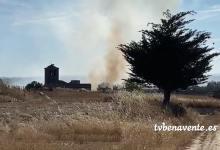 Photo of Bomberos y medios aéreos ayudan en la extinción de un incencio en Vidayanes