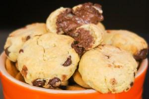 Explosão de sabores: Cookie crocante recheado com Nutella!