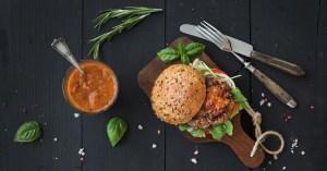 Hambúrguer funcional com carne moída da nutricionista Lais Murta