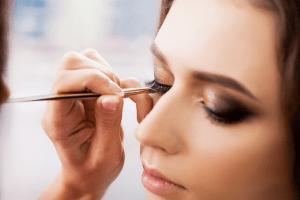 Aprenda a fazer olho esfumado com Ariana Ranullo