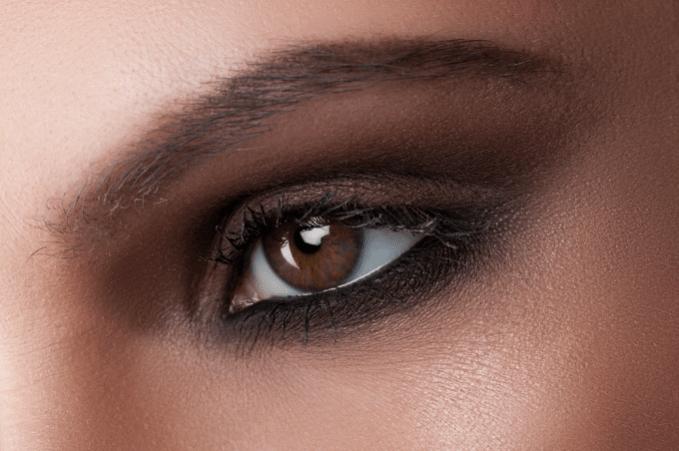 Olho preto para iniciantes com Bruna Soares