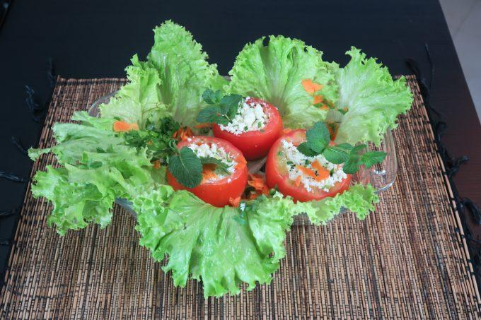 Tomate fit recheado com ricota por Dra. Letícia Manduca