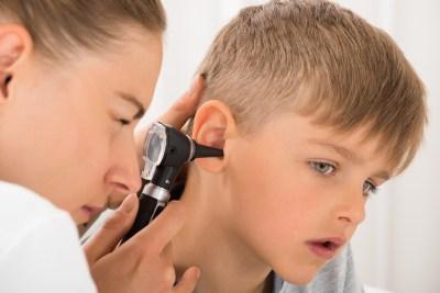Criança no médico