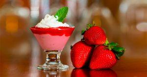 Receita da revista da Catia: Mousse de morango com geléia