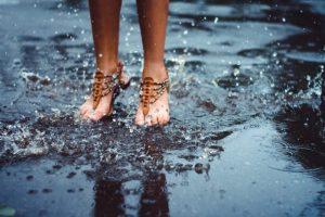 Época de chuvas: Cuidados com infecções relacionadas a água por Dra. Raquel Muarrek