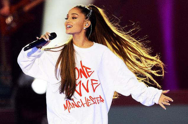 Com atentado em show que matou 22 pessoas, Ariana Grande surpreende ao reviver tragédia