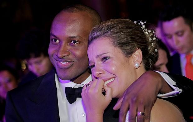 """Com boatos de traição, Fernanda Souza vasculha bolsa de Thiaguinho e tem grande surpresa: """"Os maridos de vocês também são assim?"""""""