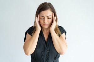 Mulheres são 3 vezes mais propensas a crises de enxaqueca do que os homens por Dr. André Mansano