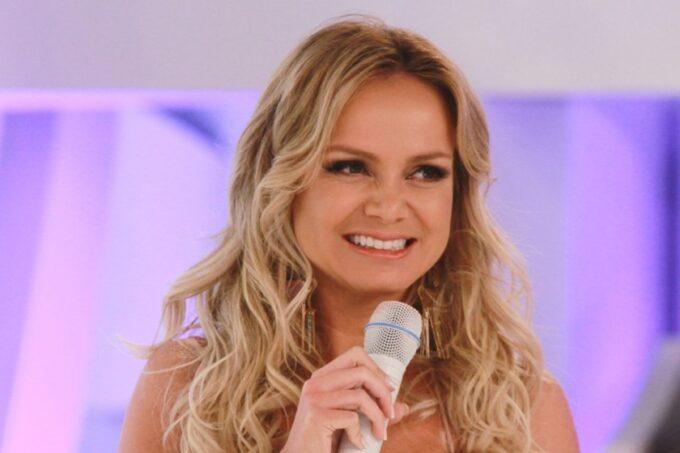 Eliana esnoba o SBT e é flagrada vendo emissora concorrente enquanto seu próprio programa vai ao ar