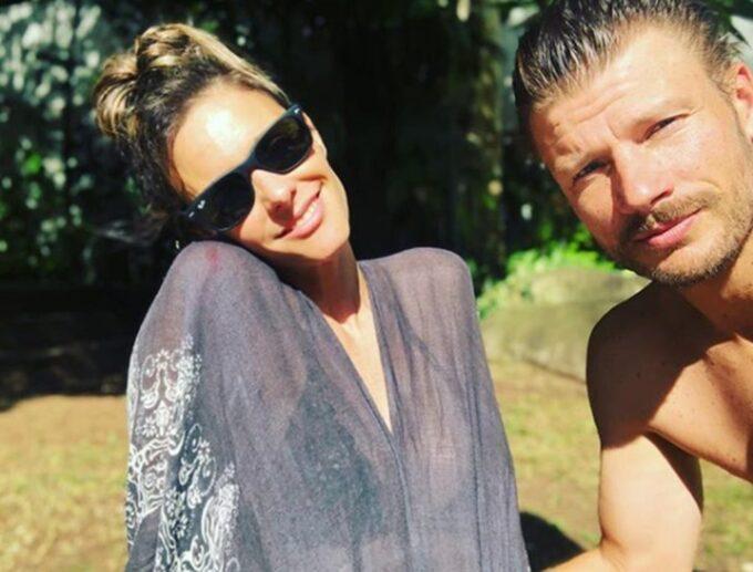 Grávida, Fernanda Lima aparece com o marido nua na cama e ganha declaração de amor