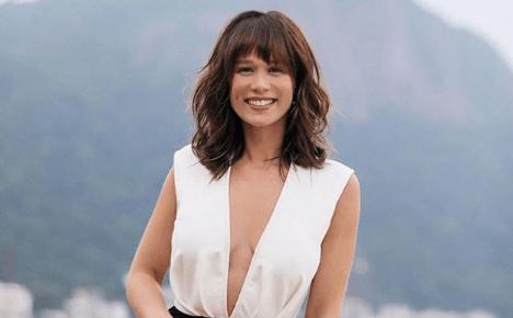 """Mariana Ximenes ostenta corpão de biquíni e ganha cantada: """"linda assim todos os dias?"""""""