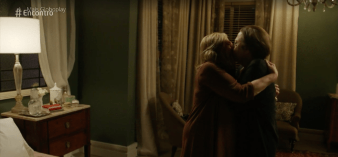 Globo quebra protocolo e exibe beijo lésbico durante o Encontro com Fátima Bernardes