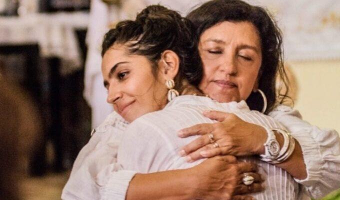 """Regina Casé desaba ao falar sobre deficiência da filha, Benedita: """"Fiquei assustada"""""""