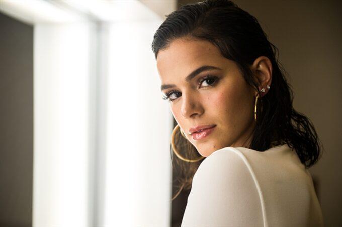 Bruna Marquezine ganha nova protagonista e comemora papel em entrevista