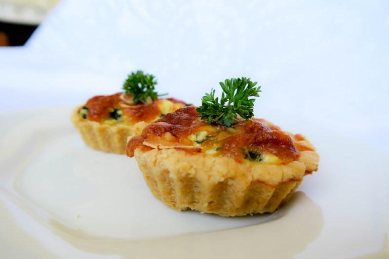 Mini tortinhas de espinafre com ricota da Catia