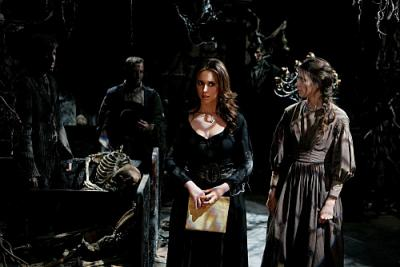 "Ghost Whisperer - Melinda (Jennifer Love Hewitt) and Tessa (Amy Acker) in ""Weight Of What Was"""