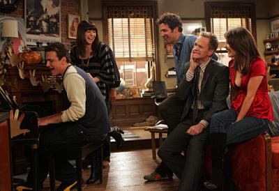"""HOW I MET YOUR MOTHER - Marshall (Jason Segel), Lily (Alyson Hannigan), Ted (Josh Radnor), Barney (Neil Patrick Harris), and Robin (Cobie Smulders) in """"Slapsgiving"""""""