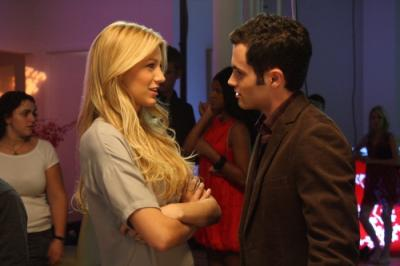 "GOSSIP GIRL - Blake Lively as Serena and Penn Badgley as Dan Humphrey in ""Seventeen Candles"""