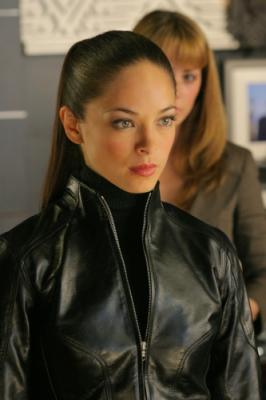 """SMALLVILLE - Erica Durance as Lois Lane and Kristin Kreuk as Lana Lang in """"Wrath"""" on the CW"""