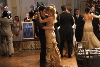 "GOSSIP GIRL - Penn Badgley as Dan and Blake Lively as Serena in ""Hi, Society"""
