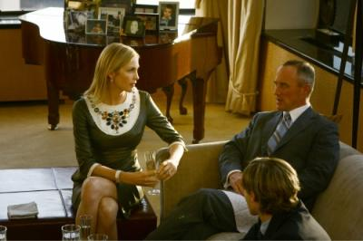"GOSSIP GIRL - Kelly Rutherford as Lily, Robert John Burke as Bart Bass and Connor Paolo as Eric in ""The Blair Bitch Project"""