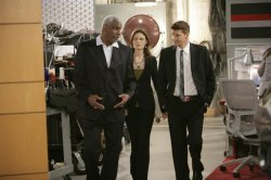 Booth (David Boreanaz, R) and Brennan (Emily Deschanel) and the producer Richard Gant)