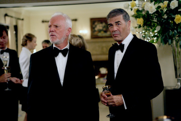 Malcolm McDowell as Linderman, Robert Forster as Arthur Petrelli