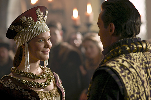 Joss Stone as Anne of Cleves and Jonathan Rhys Meyers as Henry VIII - THE TUDORS - Season 3