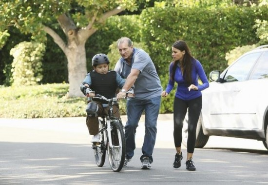 MODERN FAMILY Slow Down Your Neighbors