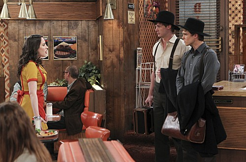 2 Broke Girls Season 2 Episode 7 And The Three Boys With Wood (3)
