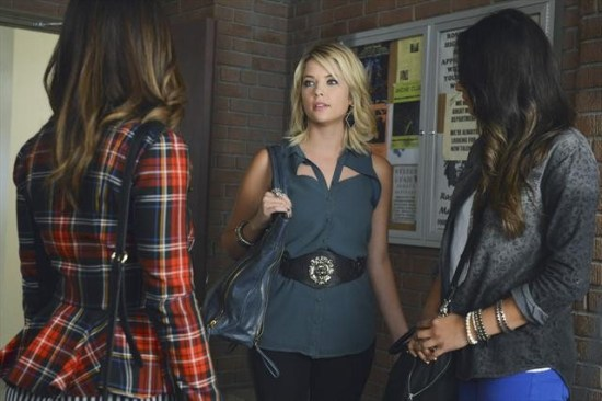 Pretty Little Liars Season 3 Episode 19 What Becomes of the Broken-Hearted (12)