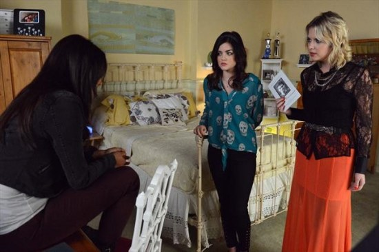 Pretty Little Liars Season 3 Episode 21 Out of Sight, Out of Mind (10)